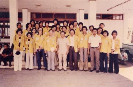 1977 di Jawa Timur,semua mantan mahasiswa Jurusan Sipil, anak didik Prof Roosseno, BSS berdiri nomor 4 dari kiri