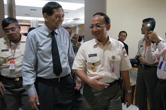Berbincang-bincang bersama Menhan seusai membuka Rakor Pothan 2008