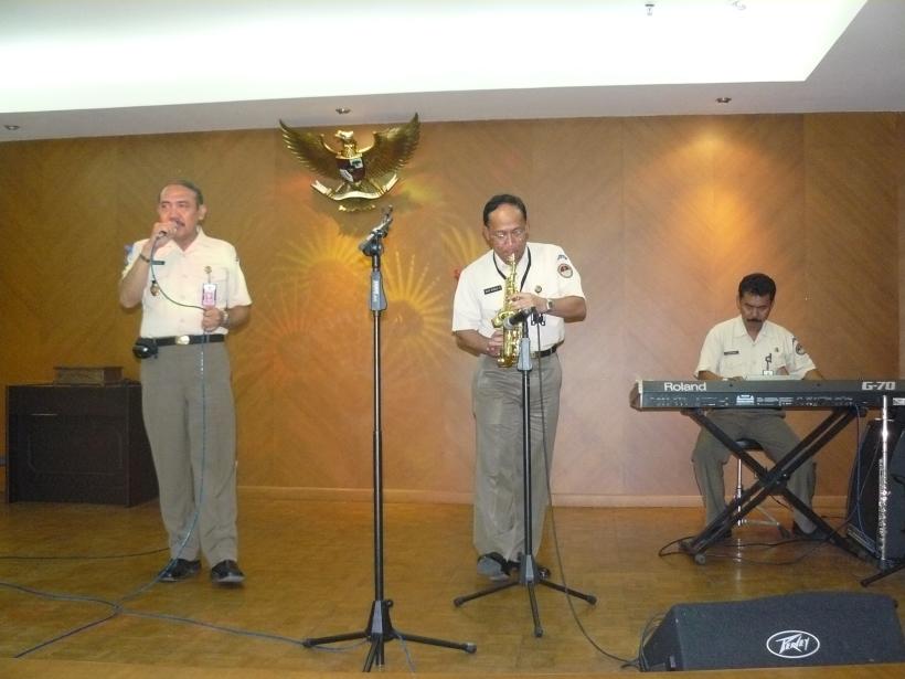 Bersama Brigjen Dede  dan PNS Djoko main Jazz ala Pothan 2009