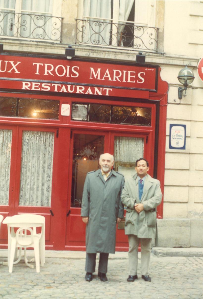 Bersama Prof Sanglerat Ahli Penetrometer Tingkat Dunia di Kota Lyon sehabis santap siang Nov 1988