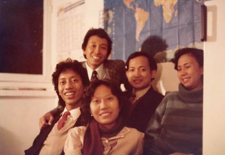 Dr. Budi Darmadi. Tuti, Hera dan Mas Ir. Danto, tengok saya di Paris, sebagai turis